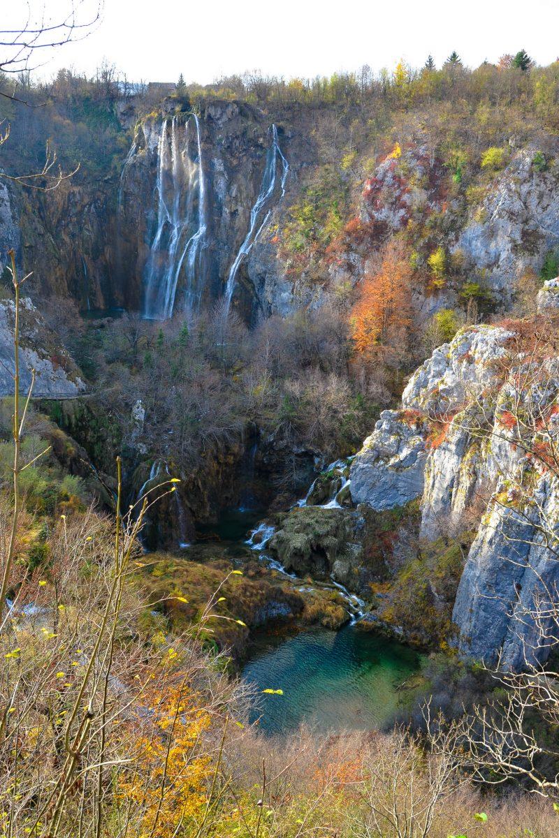 Der höchste Wasserfall Kroatiens, der knapp 80m hohe Veliki slap im Nationalpark Plitvicer Seen - © FRASHO / franks-travelbox