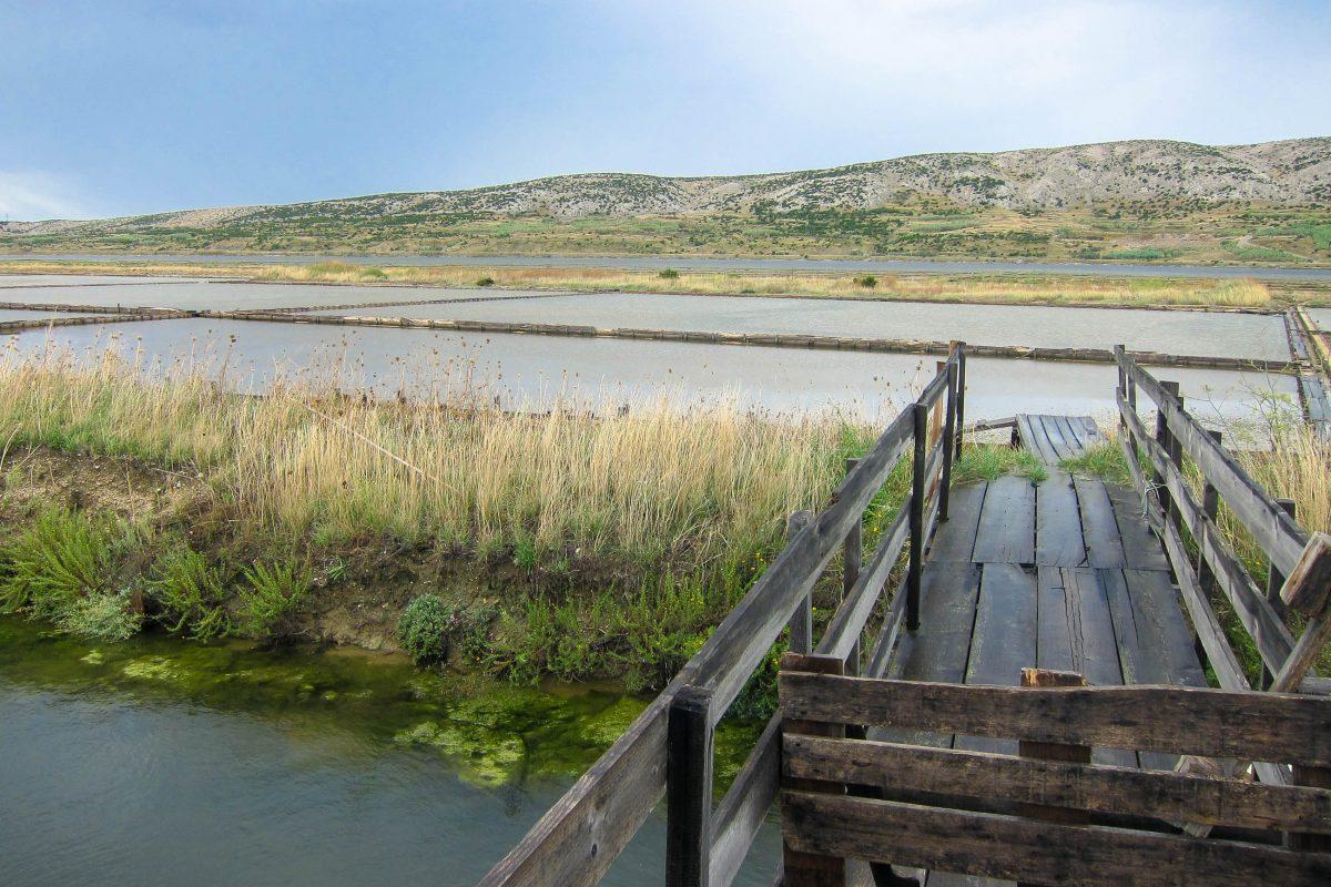 Die berühmten Pager Salzgärten im Südosten der Insel Pag in einer weit ins Land reichenden Lagune, Kroatien - © FRASHO / franks-travelbox