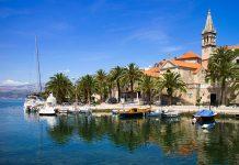 Die kleine Feriensiedlung Splitska an der Nordküste von Brac bietet perfekte Bedingungen für einen Familienurlaub in Kroatien - © Mrak.hr / Shutterstock
