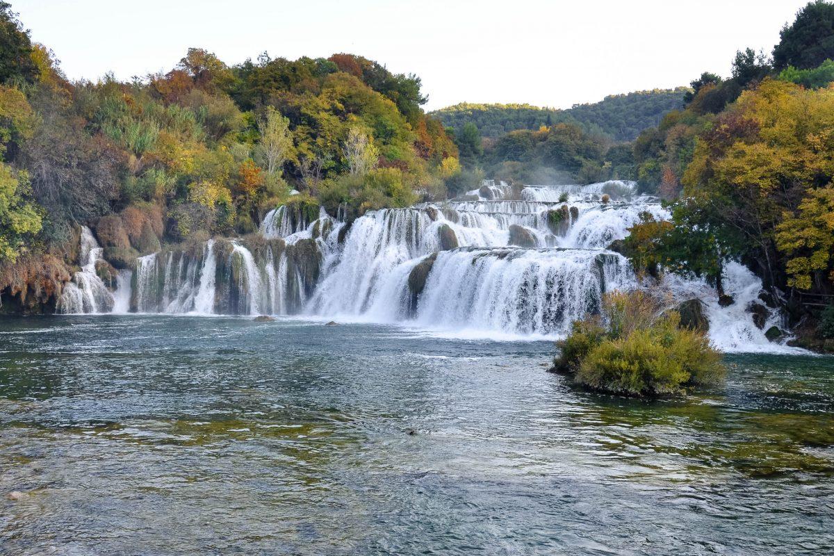 Die verschiedenen Gesichter des Wasserfalls Skradinski buk im Krka-Nationalpark wurden früher mit Elfen und Kobolden erklärt, Kroatien - © FRASHO / franks-travelbox