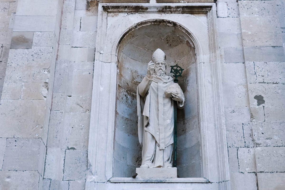 Auch der hl. Blasius, der Schutzpatron von Dubrovnik findet sich an der Fassade der Kathedrale von Dubrovnik, Kroatien - © FRASHO / franks-travelbox