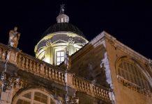 Die Kuppel der Kathedrale Velika Gospa (Maria Himmelfahrt) in der kroatischen Stadt Dubrovnik bei Nacht, Kroatien - © FRASHO / franks-travelbox