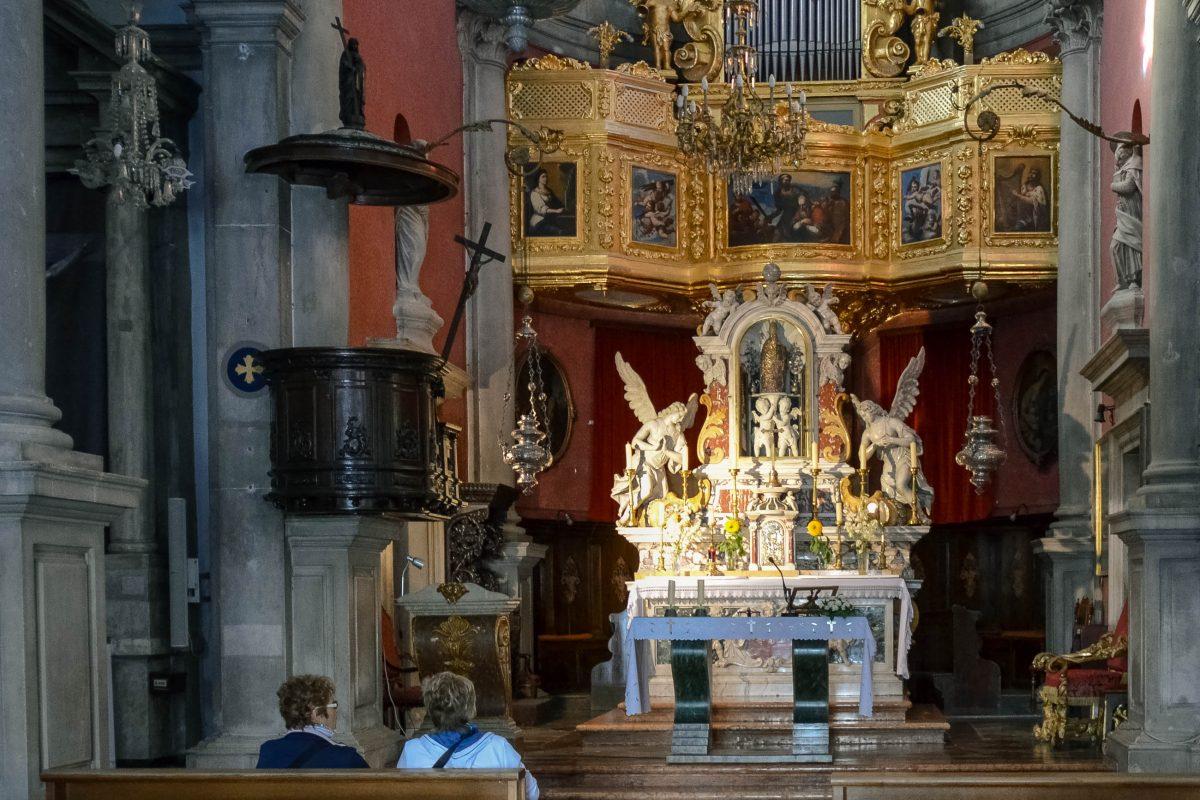 Innenansicht des Altars der Kirche Sveti Vlaho in Dubrovnik, Kroatien - © FRASHO / franks-travelbox