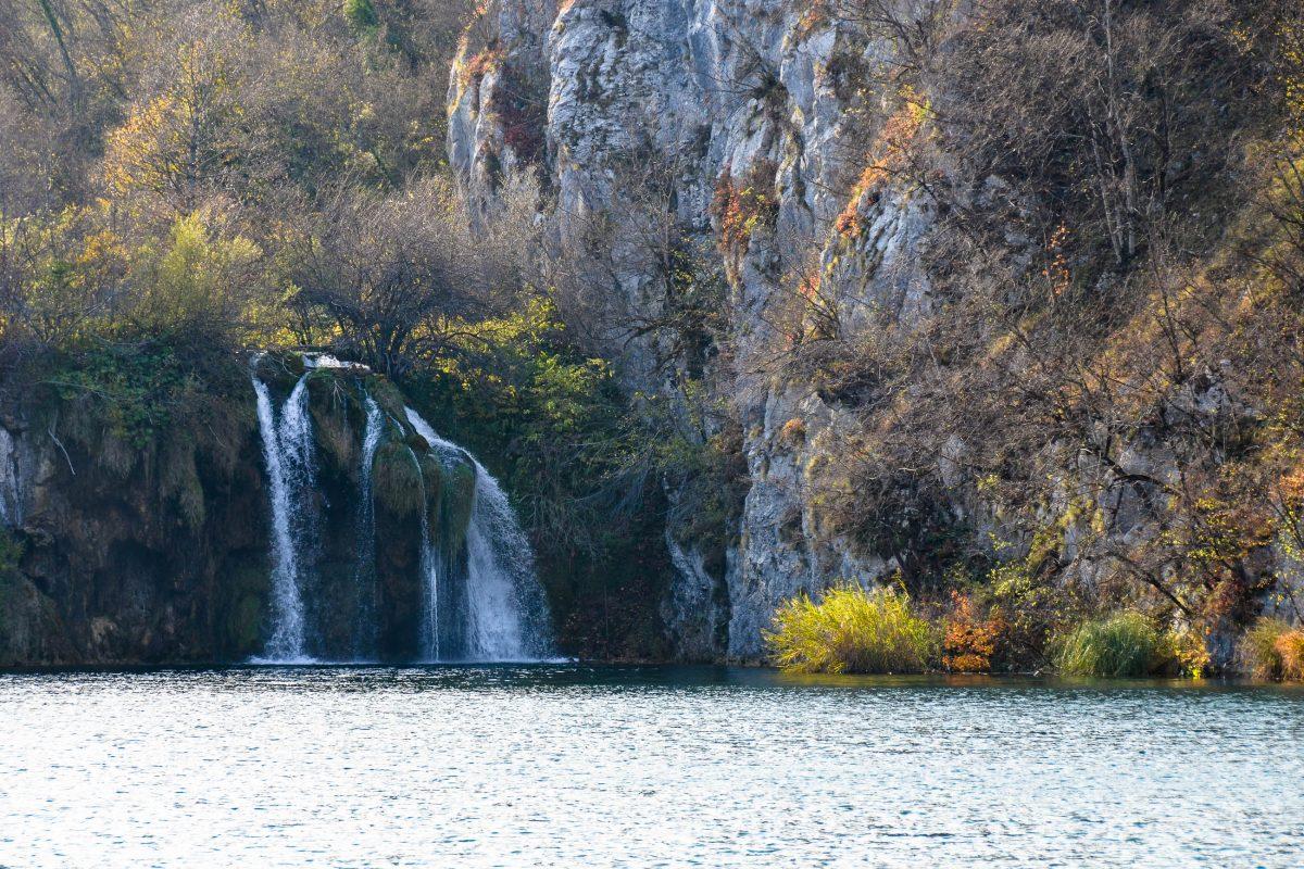Herbstliche Landschaft im Nationalpark Plitvicer Seen, Kroatien - © FRASHO / franks-travelbox