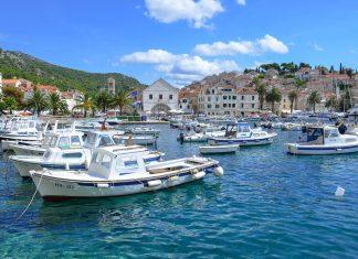 Blick über den Hafen der Stadt Hvar in Kroatien - © FRASHO / franks-travelbox