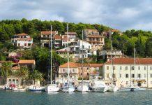 Einige Segelyachten im Hafen von Jelsa, Insel Hvar, Kroatien - © FRASHO / franks-travelbox