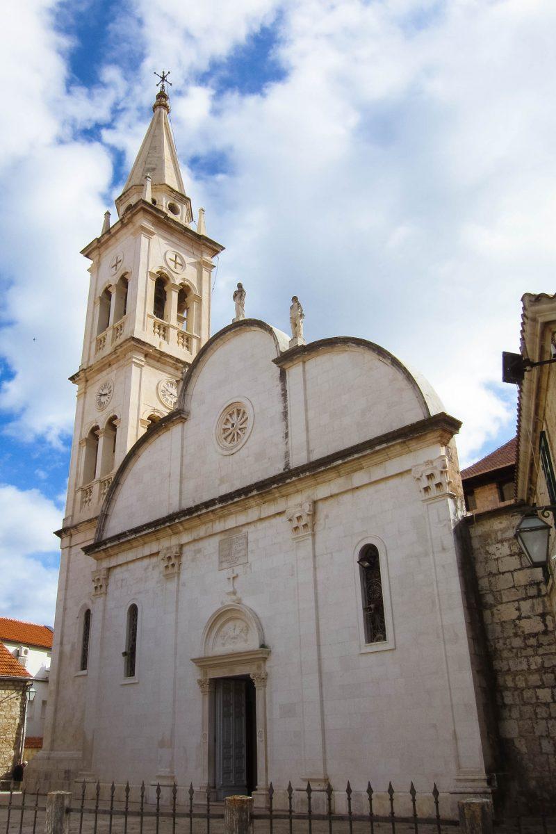 Kirche im Ort Jelsa auf der kroatischen Insel Hvar - © FRASHO / franks-travelbox