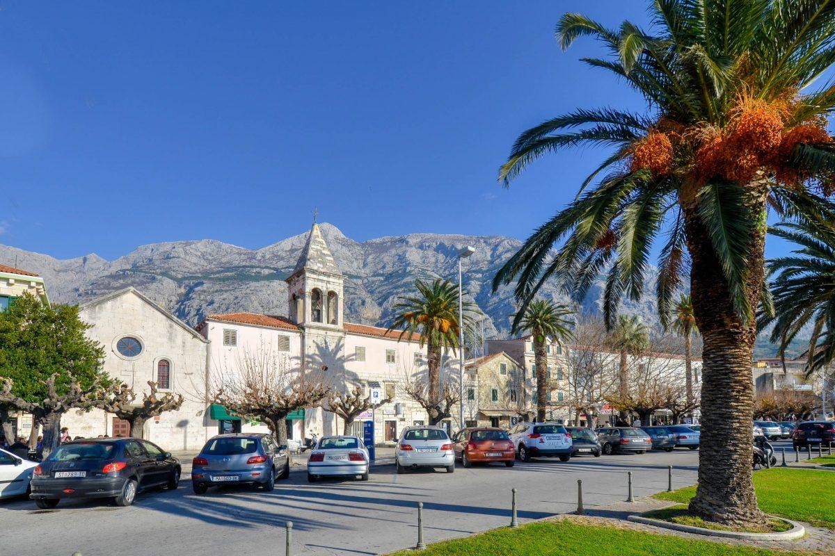 Das namensgebende Makarska ist die bekannteste Ortschaft an der Makarska Riviera von Kroatien - © FRASHO / franks-travelbox