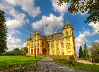 """Die kleine Ortschaft Našice in Slawonien, dem """"Hinterland"""" Kroatiens, ist vor allem durch sein herrliches Barockschloss bekannt - © stjepann / Shutterstock"""