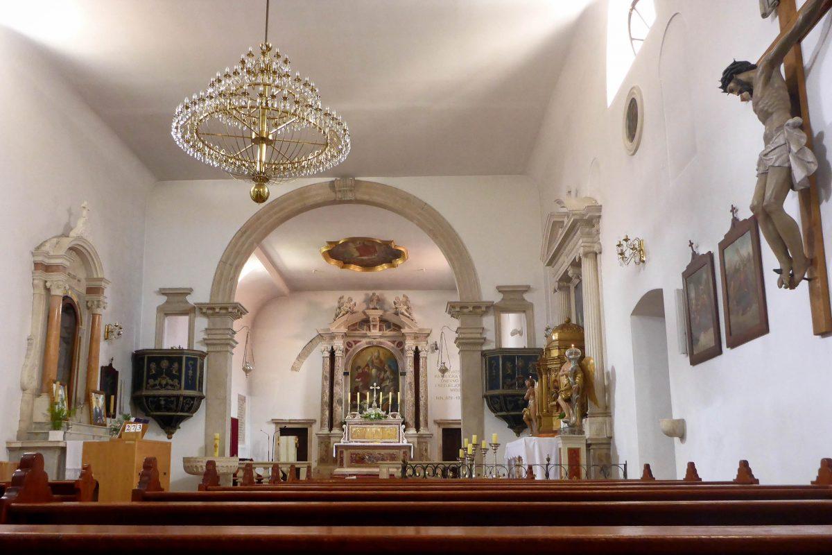 Die Kirche Sveti Anselma in Nin, Kroatien, stammt aus dem 9. Jahrhundert und beherbergt Reliquien des Heiligen Anselm sowie eine sehenswerte Schatzkammer - © James Camel / franks-travelbox
