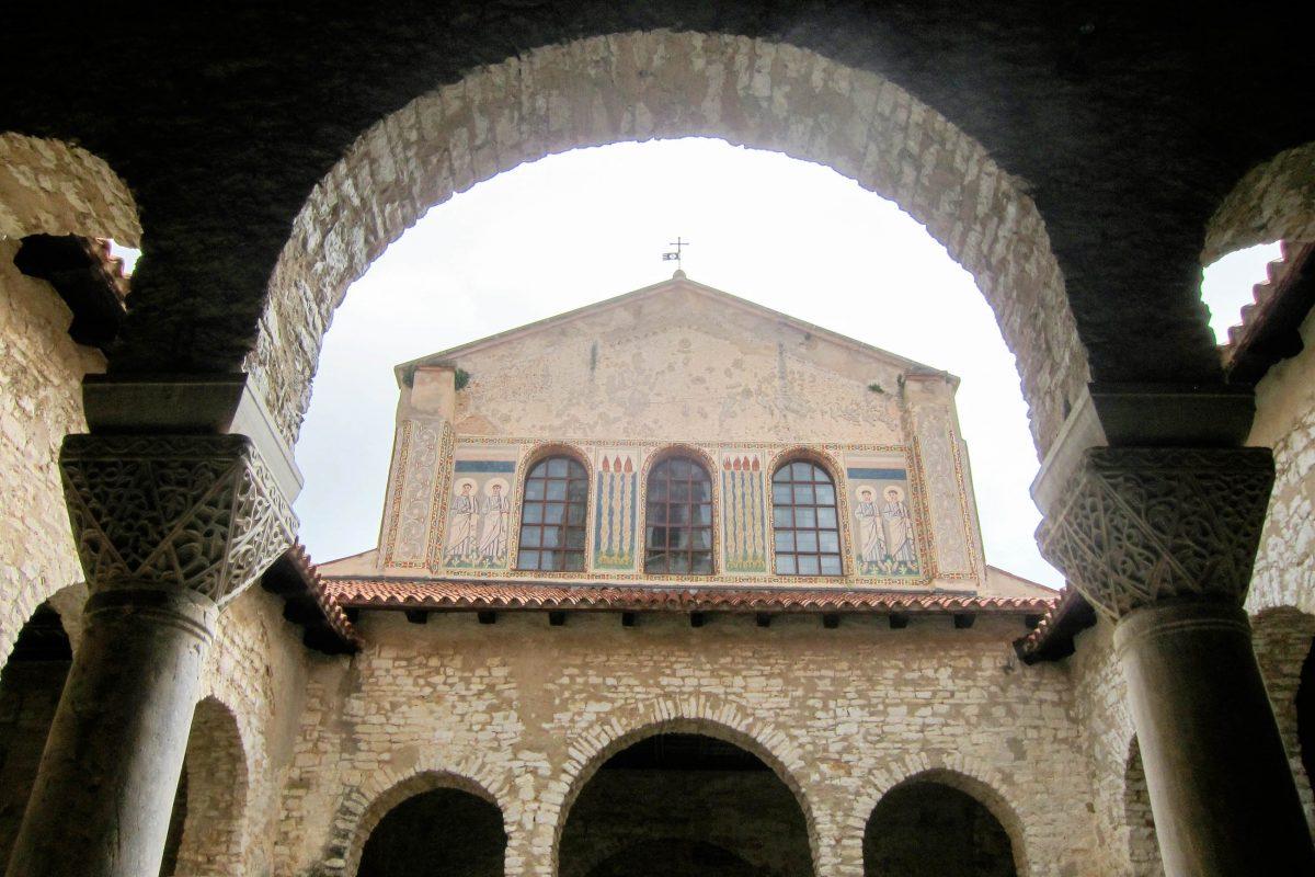 Die Euphrasius-Basilika in der Altstadt von Poreč, Kroatien, zählt als wichtiges Beispiel für spätantike Kunst an der Adria seit 1997 zum UNESCO-Weltkulturerbe - © FRASHO / franks-travelbox