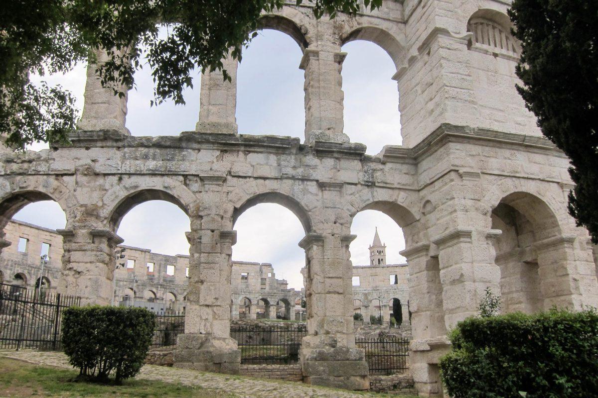 Das eindrucksvolle Amphitheater von Pula, Kroatien, wurde 2 vor bis 14 nach Christus errichtet und unter Kaiser Vespasian erweitert - © FRASHO / franks-travelbox
