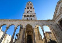 Der 57m hohe Glockenturm der Kathedrale von Sveti Duje stammt von unbekannten Erbauern aus dem 13. Jahrhundert, Split, Kroatien - © FRASHO / franks-travelbox