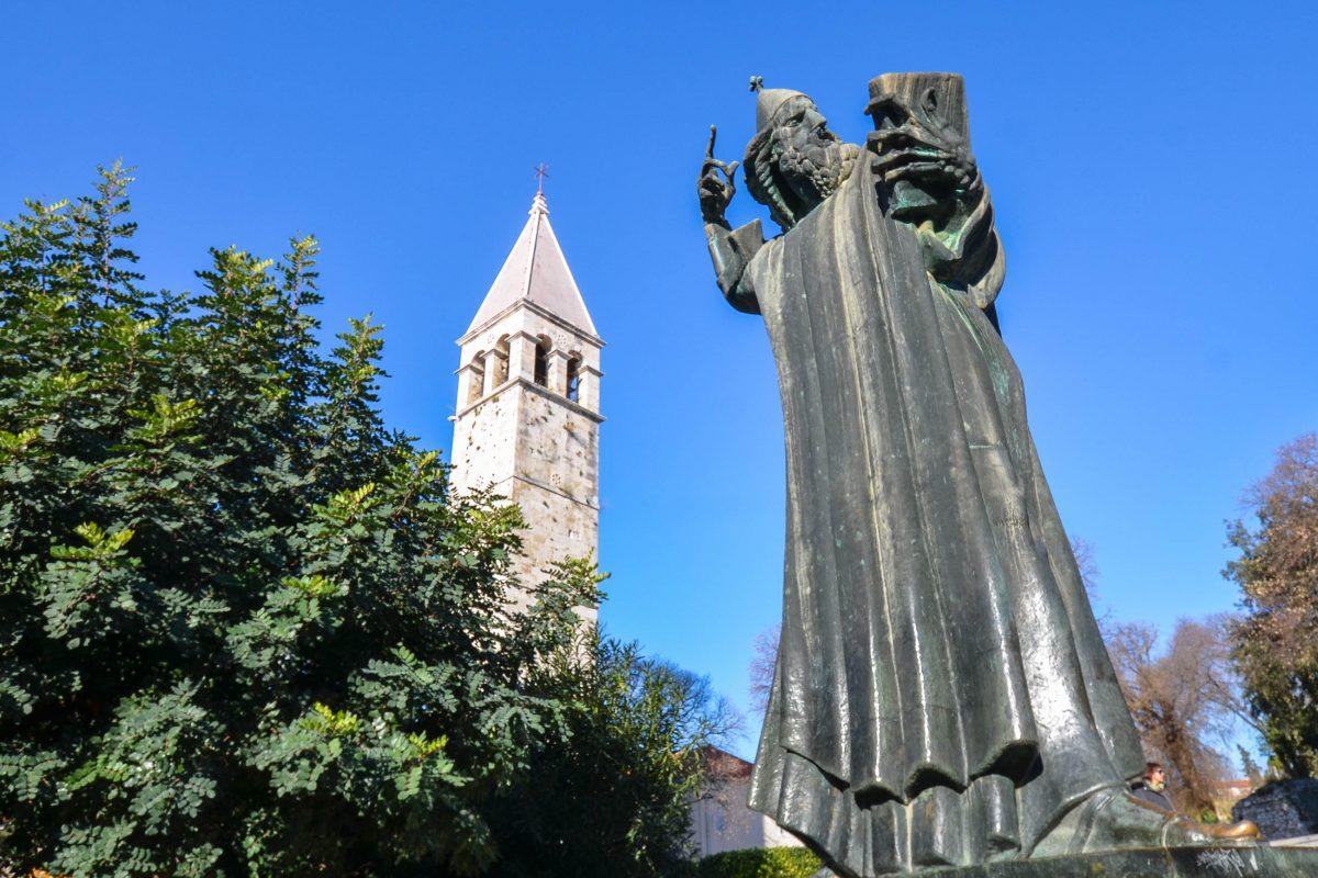 Die berühmte Statue des Bischofs von Nin in Split; das Streicheln oder Küssen seiner Zehen soll Glück bringen, Kroatien - © FRASHO / franks-travelbox