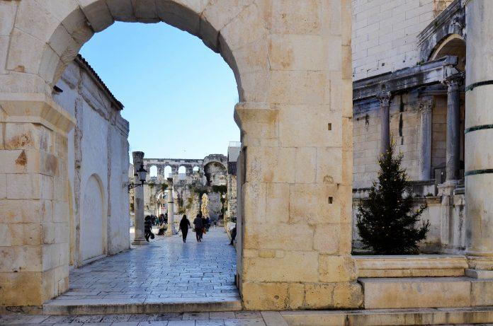 Gemeinsam mit dem historischen Zentrum von Split zählt der Diokletianspalast seit 1979 zum Weltkulturerbe der UNESCO, Kroatien - © FRASHO / franks-travelbox