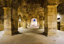 """Im Diokletianspalast geht es tief hinunter, in die Podrumi, wörtlich übersetzt """"Keller"""", die teilweise riesig sind, Split, Kroatien - © FRASHO / franks-travelbox"""
