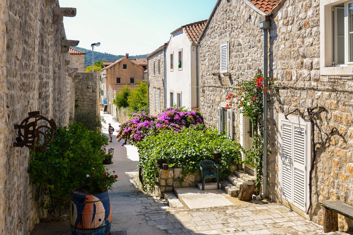 Die Ortschaft Ston war schon immer und ist noch heute der einzige Landzugang auf die Halbinsel Pelješac im Süden von Kroatien - © FRASHO / franks-travelbox