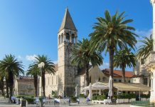 Blick auf die Bruderschaftskirche des Dominikaner-Ordens aus dem 14. Jahrhundert in der UNESCO-Stadt Trogir in Kroatien - © FRASHO / franks-travelbox