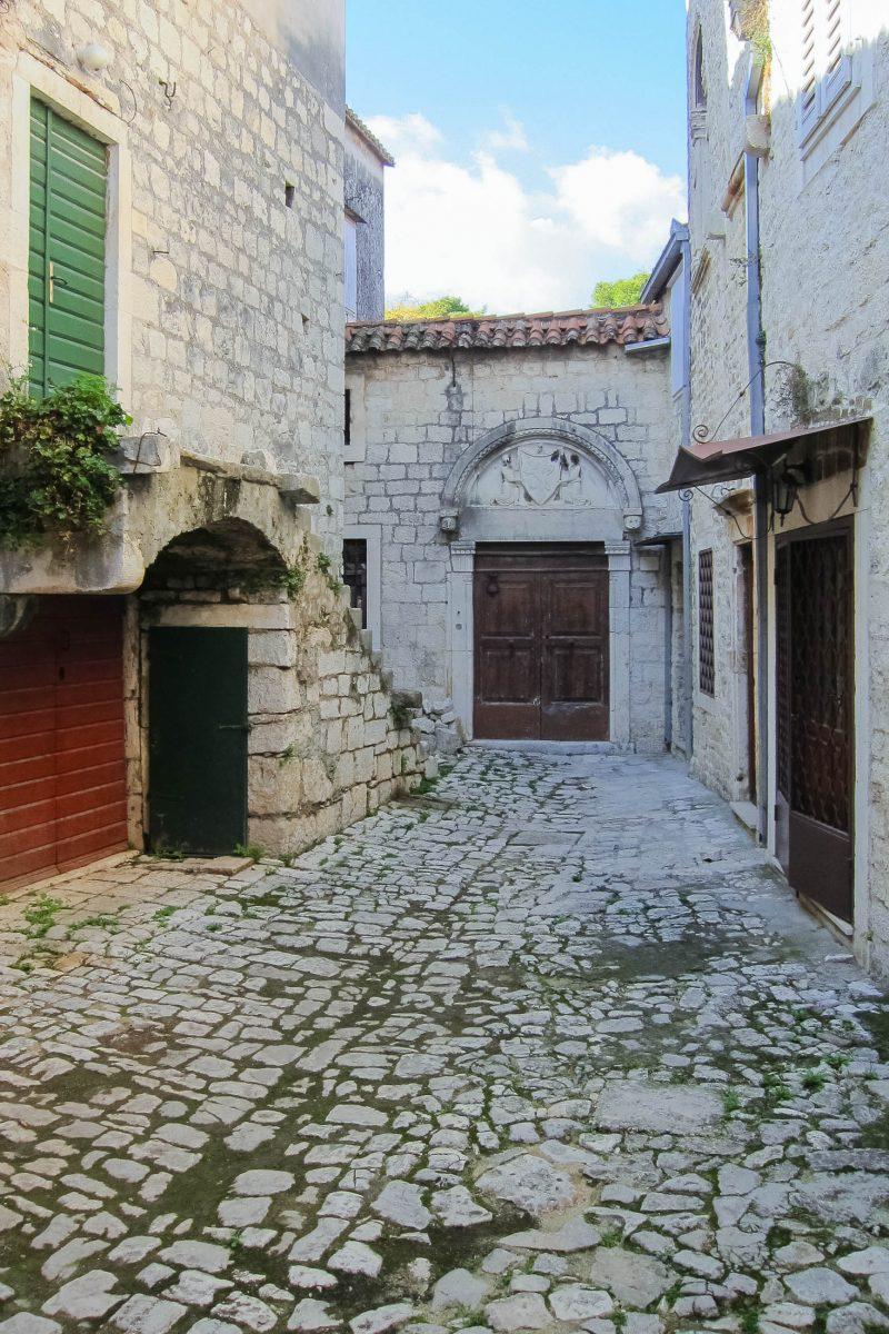 Die Altstadt der kroatischen Stadt Trogir, 25km westlich von Split, ist ein fantastisches Juwel mittelalterlicher Architektur, Kroatien - © FRASHO / franks-travelbox