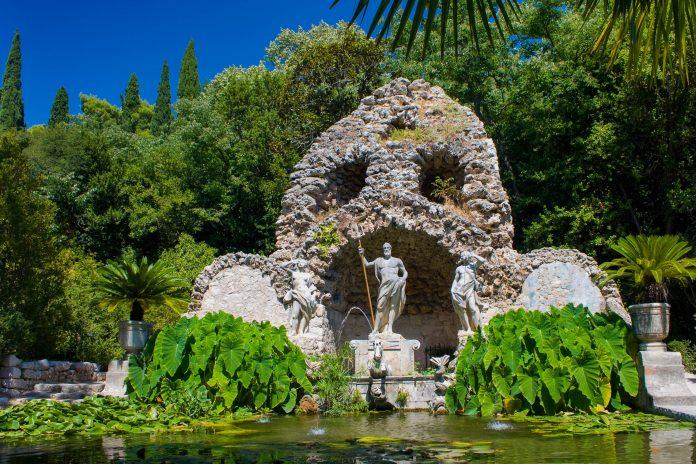 Die herrlichen Gärten von Trsteno in der Nähe von Dubrovnik, Kroatien, zählen zu den schönsten Gartenanlagen Europas - © Evan Lorne / Shutterstock