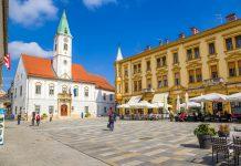 Der Trg Kralja Tomislava mit einem der ältesten Rathäuser ist der berühmteste Platz von Varaždin, Kroatien - © Valery Rokhin / Shutterstock