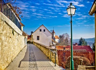 Varaždin, Herz von Kroatiens Norden, hat bis heute das charmante Flair einer mitteleuropäischen Barockstadt bewahrt - © xbrchx / Shutterstock