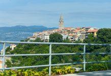 Vrbnik an der Ostküste der Insel Krk vereint alles, was man sich von einem Ferienort in Kroatien wünschen kann - © James Camel / franks-travelbox