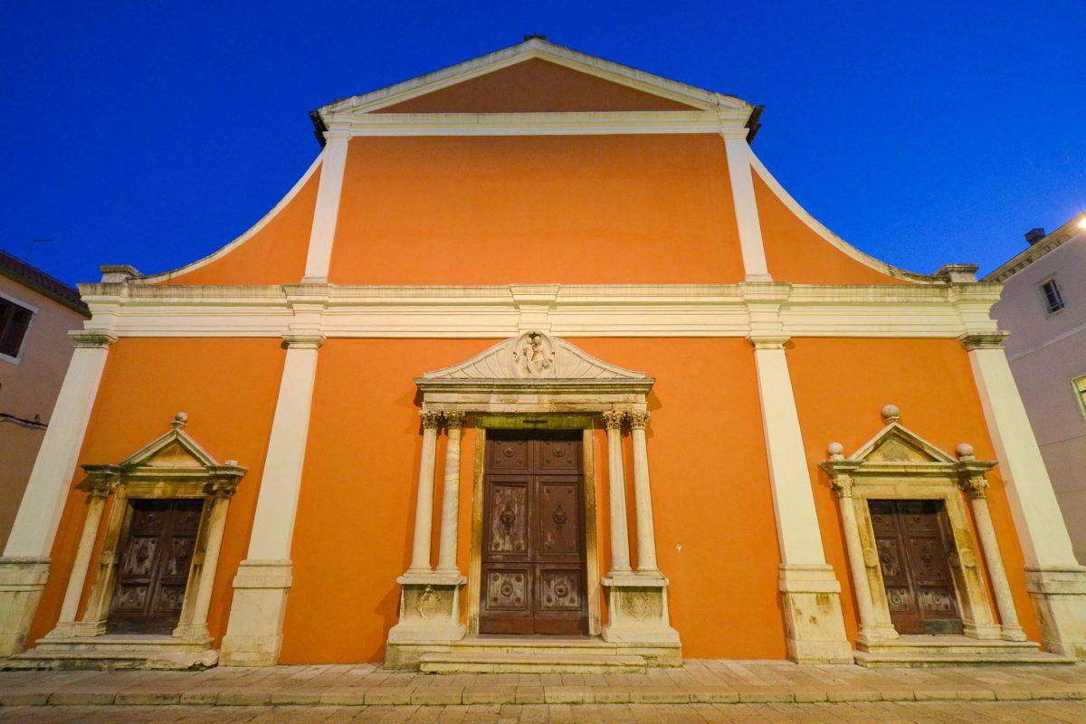 Die Kirche Sveti Simeon in Zadar beherbergt Reliquien des Heiligen Simeon in einem kunstvollen Schrein, Kroatien - © FRASHO / franks-travelbox
