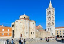 Die St. Donatus-Kirche aus dem frühen 9. Jahrhundert wird wegen ihrer fantastischen Akustik des 26m hohen Innenraums gern für Konzerte genutzt, Zadar, Kroatien - © FRASHO / franks-travelbox