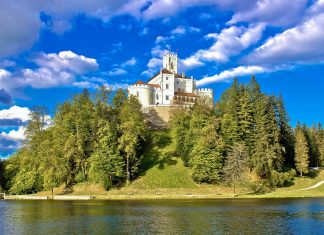 Das märchenhafte Trakoščan Schloss in Zagorje wird oft als schönstes Schloss Kroatiens bezeichnet  - © xbrchx / Shutterstock