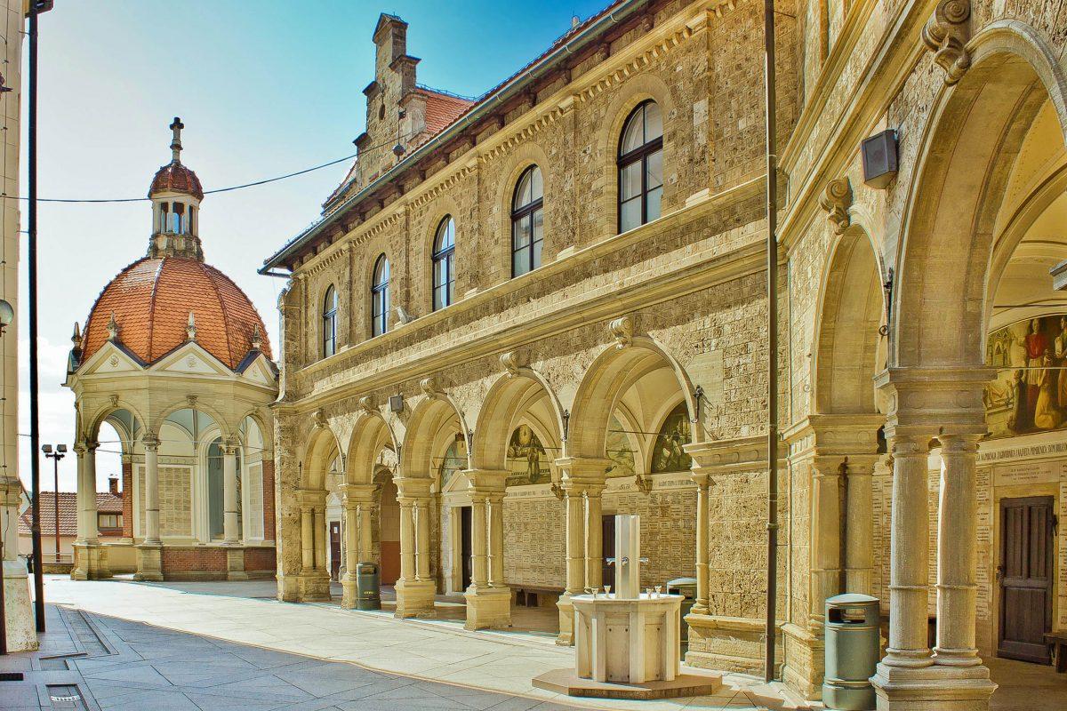 Die Basilika Marija Bistrica im Zagorje, Kroatien, wird jedes Jahr von rund 800.000 Pilgern besucht - © xbrchx / Shutterstock