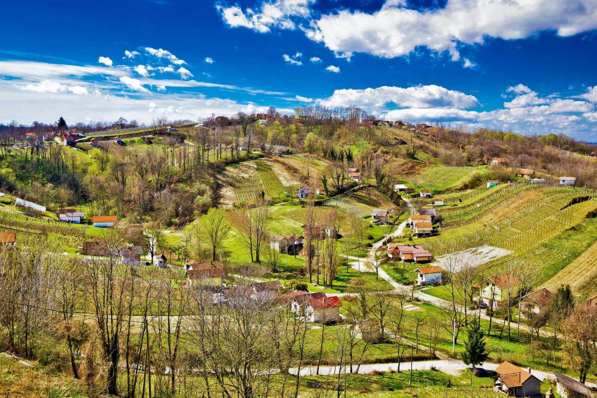 Zwischen den sanften Hügeln des Zagorje im Norden Kroatiens scheint an manchen Orten die Zeit stehen geblieben zu sein - © xbrchx / Shutterstock