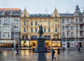 Das älteste Haus des Ban Jelačić Platzes in Zagreb trägt die Nummer 18 und wurde im Jahr 1827 errichtet, Kroatien - © paul prescott / Shutterstock