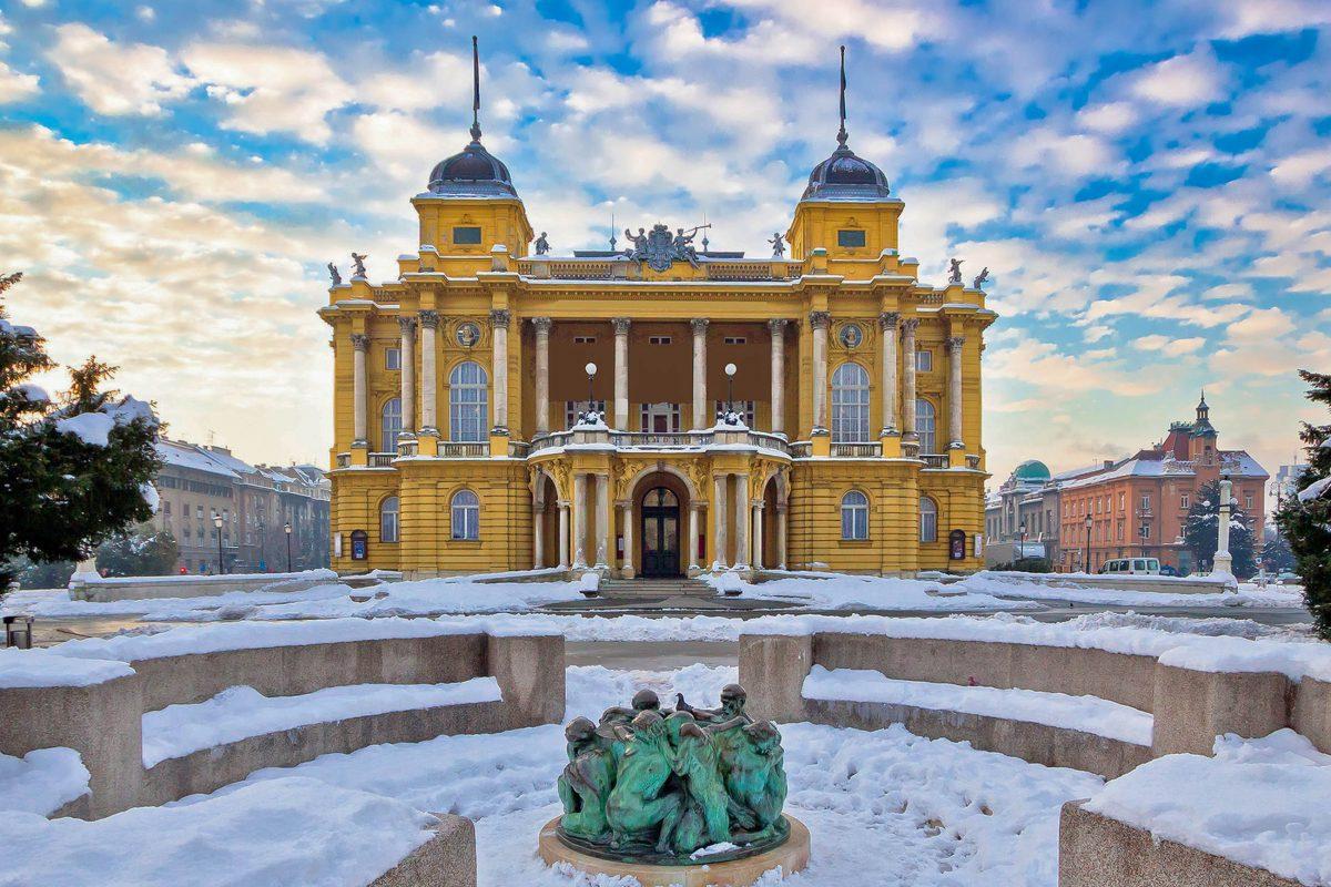 Das Nationaltheater von Zagreb wurde vom berühmten Wiener Architektenduo Ferdinand Fellner und Hermann Helmer entworfen, Kroatien - © xbrchx / Shutterstock