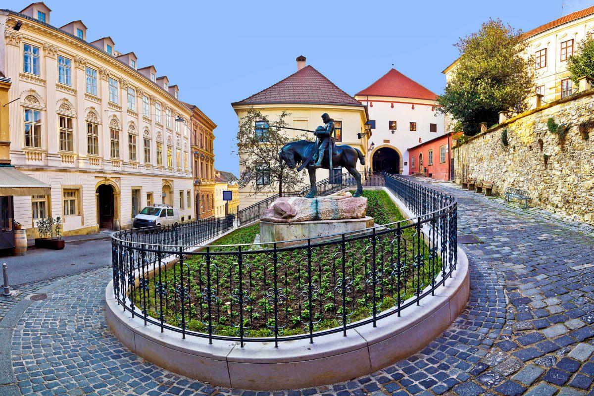 Das Steinerne Tor im Norden von Zagreb ist das einzige bis heute erhaltene Stadttor der Oberstadt, Kroatien - © xbrchx / Shutterstock