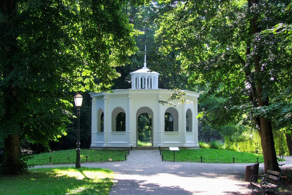 Der Echo-Pavillon im Maksimir Park in Zagreb wurde 1840 von Franz Schücht errichtet und erzeugt tatsächlich Echos - © Zvonimir Atletic / Shutterstock