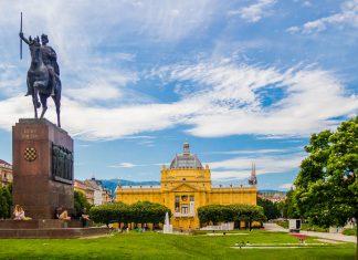 Der Kunstpavillon liegt im Tomislavov-Park in der Unterstadt von Zagreb, der auch eine Reiterstatue von König Tomislav beherbergt, Kroatien - © Andrii Lutsyk / Shutterstock