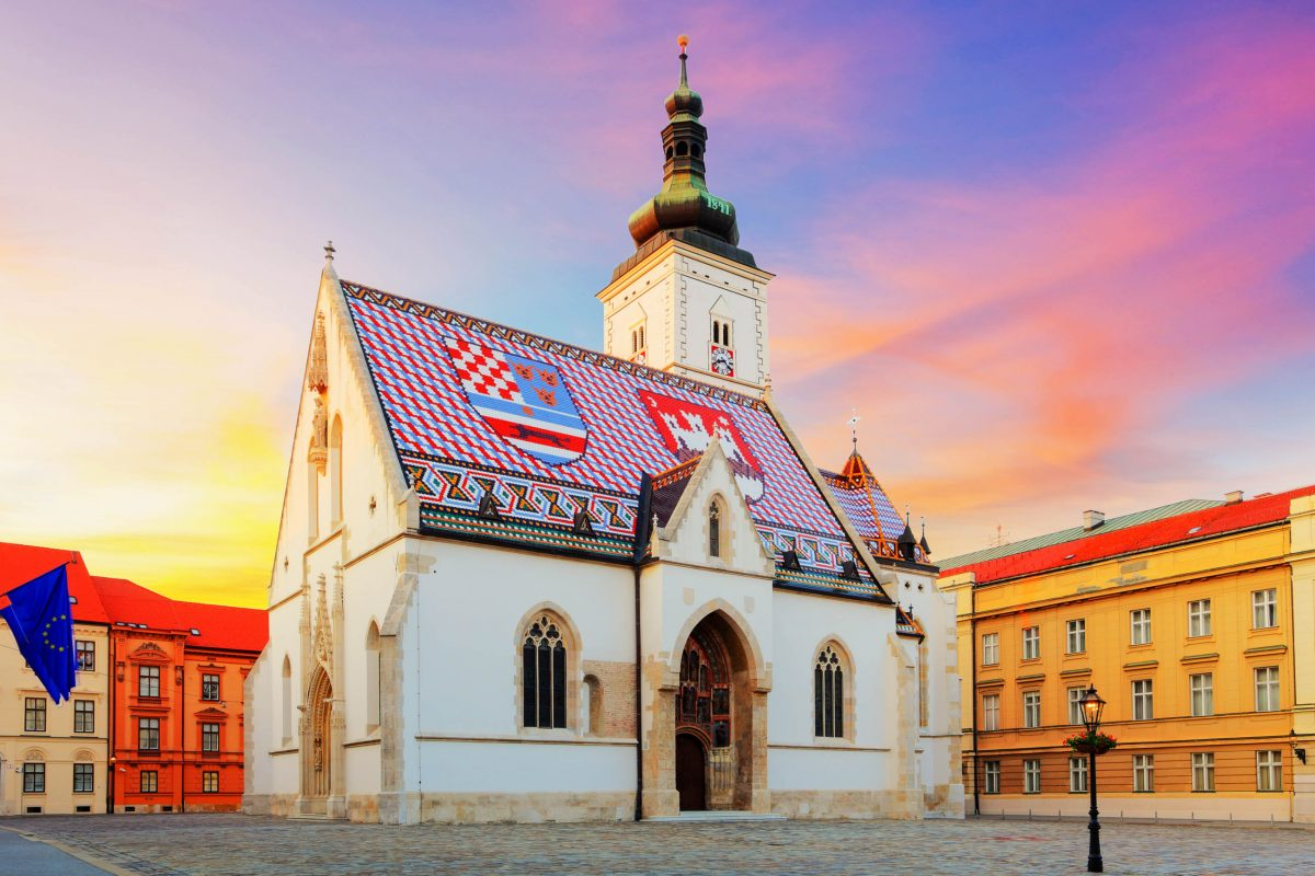 Die hübsche Markuskirche von Zagreb gilt mit ihrem unverkennbaren Wappendach als Wahrzeichen der Oberstadt, Kroatien - © TTstudio / Shutterstock