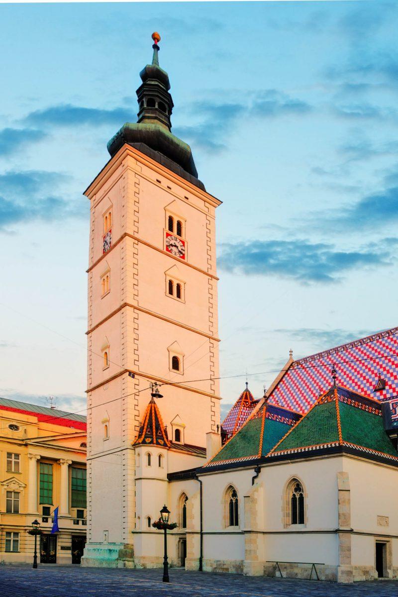Die Markuskirche in Zagreb wurde im späten 19. Jahrhundert von Hermann Bollé zum heutigen neugotischen Erscheinungsbild umgestaltet, Kroatien - © TTstudio / Shutterstock