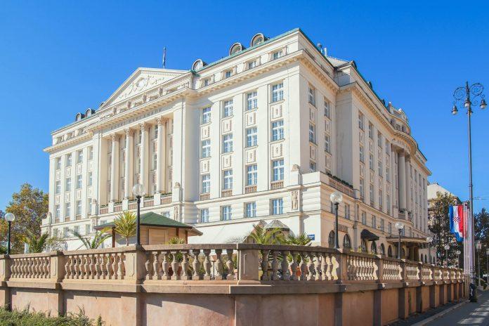 Einst für die Passagiere des Orient Express erbaut gilt das Luxushotel Esplanade in Zagreb bis heute als das beste Hotel Kroatiens - © Yory Frenklakh / Shutterstock