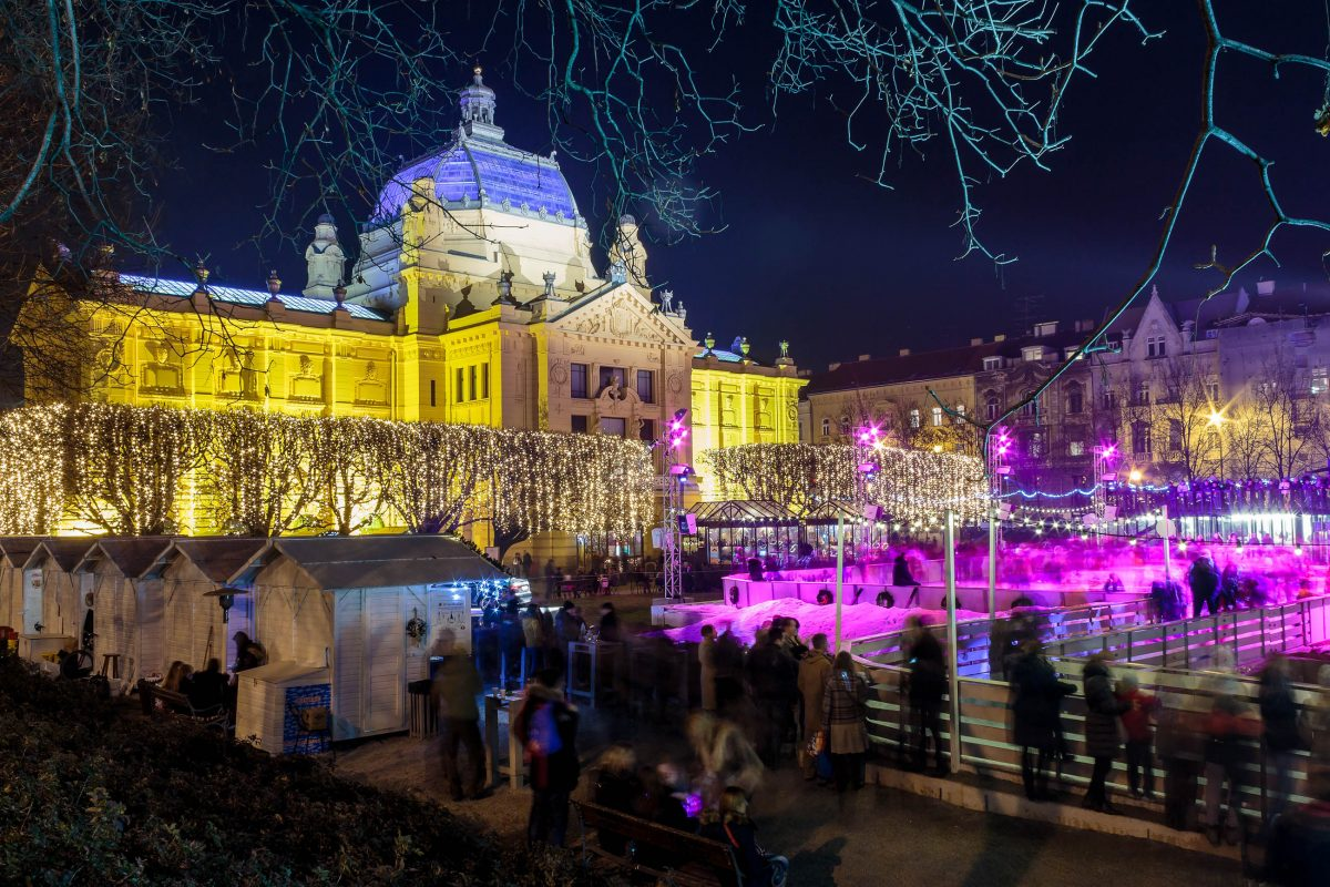 Im Winter bietet der Kunstpavillon von Zagreb eine herrliche Kulisse für Eisläufer, Kroatien - © Dario Vuksanovic / Shutterstock