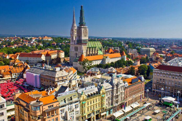 In der Oberstadt von Zagreb flanieren Kroatien-Urlauber durch den historischen Teil der Stadt - © xbrchx / Shutterstock
