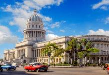 Das Capitolio Nacional, ein an die hundert Meter hoher Kuppelbau, wurde dem Kapitol in Washington D.C. nachempfunden, Havanna, Kuba - © Regien Paassen / Shutterstock