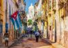 Stundenlang kann man durch die typisch karibischen Gässchen in der Altstadt von Havanna flanieren, Kuba - © Kamira / Shutterstock