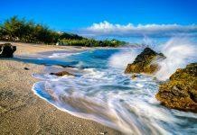 Der luxuriöse Boucan Canot bei Saint Gilles auf La Réunion zählt zu den schönsten Stränden der Insel - © infografick / Shutterstock