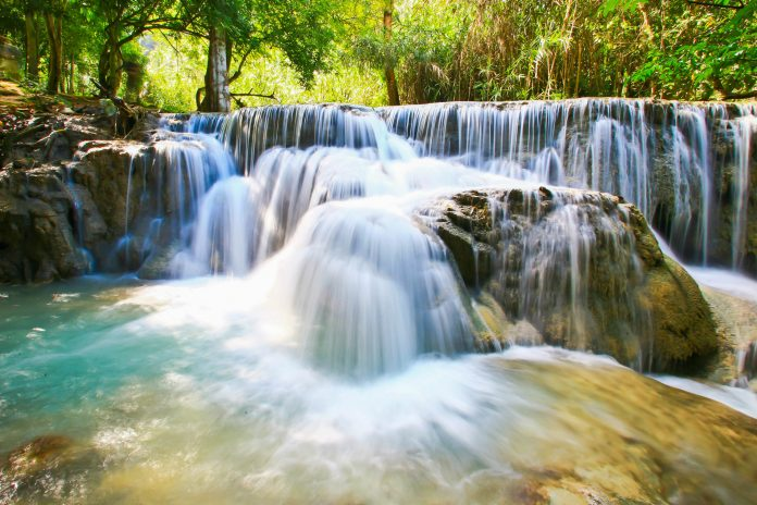 "Die Kuang Si Wasserfälle (auch ""Kuang Xi"") sind die größten Wasserfälle in Laos - © kennyphoto / Fotolia"