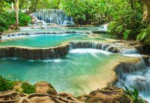 Die Kuang Si Wasserfälle bestehen aus mehreren Kaskaden, dazwischen gibt es türkisblaue Pools, die zum Baden einladen, Laos - © lkunl / Fotolia