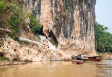 Eingang zu den Pak Ou Höhlen die sich in einer atemberaubenden Steilklippe am Westufer des Mekong befinden, Laos - © Björn Schillberg / Fotolia