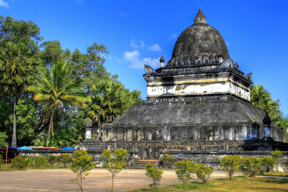 Die That Makmo, die so genannte Wassermelonen-Stupa in Luang Prabang, wurde im Jahr 1504 von Königin Phantin Xieng gestiftet, Laos - © PlusONE / Shutterstock