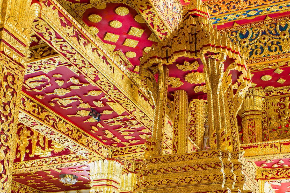 Prachtvolle Halle im Ho Prabang Tempel, Luang Prabang, Laos - © Melissa Sullivan / Shutterstock